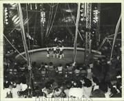 1982 Press Photo An Act Performs During The Big Apple Circus - Sia03868