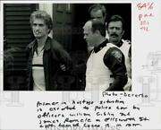 1983 Press Photo Prisoner Richard Buckley Escorted To Police Car By Officers