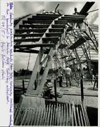 1987 Press Photo Yale Graduate Students Work On New Bandshell For Seaside Park