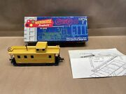 Ho Roundhouse 3 Window Wood Caboose, Union Pacific   Cd E2