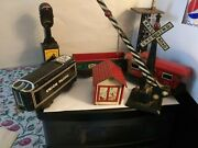 Lot Of 7 Pieces Vtg Marx Tin Metal Train Cars And Signals As Is