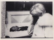 Woman Viewing Body Of Martin Luther King Funeral 1968 Vintage Civil Rights Photo