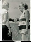 Press Photo Pauline Wozny And Ruth Hilditch, Seniors From Old Greenwich