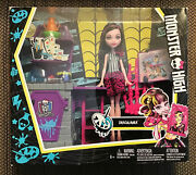 Monster High Skulltimate Art Class Draculaura Doll And Playset. New In Box