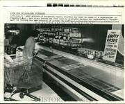 1973 Press Photo Woman Checks For Meat At Supermarket In Cresskill New Jersey