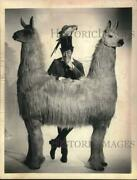 1968 Press Photo Actor Rex Harrison Of Dr. Dolittle With Pushmi-pullyu
