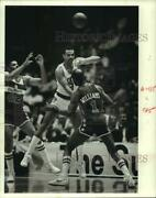 1985 Press Photo Rockets' Lionel Hollins Leaps Between A Pair Of Bullets.