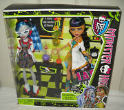 7251 Mattel Monster High Mad Science Lab Partners Cleo De Nile And Ghoulia Yelps