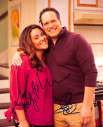 Katy Mixon And Diedrich Bader American Housewife Signed 8x10 Photo Bas H14425