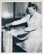 1954 Press Photo Dutch Housewife With Her Invention Rolling Ironing Board