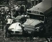 1989 Press Photo Rescue Personnel Worked To Free Andrew Smith Inside His Car