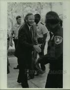 Press Photo Paul Hubbert Shaking Hands With Police Officers, Alabama - Amra07443