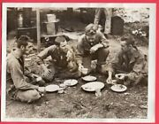 1943 Guadalcanal First Yanks To Capture Japanese Officer Original News Photo