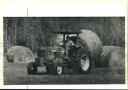 1990 Press Photo Troy Haley Of Thompson Brothers Dairy Picks Up Bales Of Hay