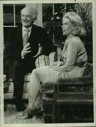 1971 Press Photo Dr. Linus Pauling And Dinah Shore On Dinaand039s Place.