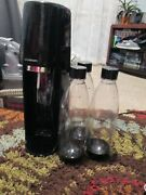 Sodastream Fizzi Sparkling Water Maker And 3 Bottles / Empty Co Ships Free