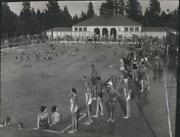 1956 Press Photo Huge Turn-out To The Comstock Pool To Beat The Summer Heat