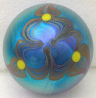 LUNDBERG STUDIOS Paperweight 1974 SL - Art Glass with Iridescent Surface