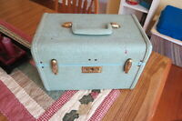 Vintage Samsonite Luggage-Streamlite Makeup Case. AquaGreen.Nice condition.