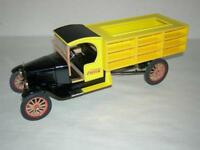 1927 COCA COLA DELIVRY  TRUCK WITH ACCESSORIES MIB.1:24 SCALE