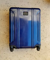 Tumi #x27;Vapor Lite#x27; Continental 22quot; Carry On Suitcase Blue 028661NVY MSRP $495
