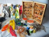 50 VINTAGE HAND TIED FLIES & CASE TONS OF FEATHERS ACCESSORIES NORWAY HOOKS