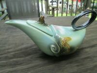 HULL POTTERY PARCHMENT & PINE VINTAGE TEA POT GREEN