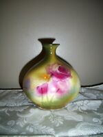 SMALL ANTIQUE GERMAN ROYAL BONN VASE WITH ROMANTIC RED ROSES