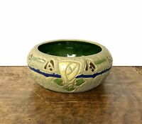 Early Roseville Pottery Mostique Pattern Arts and Crafts Bowl, 73 5, Gray