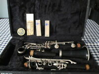 BUESCHER BU-2 CLARINET IN HARD CASE w/EXTRAS BEAUTY