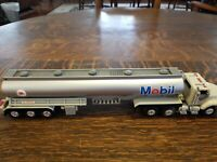 1993 Mobil Tanker Truck Plastic Toy Collectible
