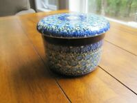 Boleslawiec Polish Pottery / Blue Floral French BUTTER KEEPER / DISH / M.R. 472