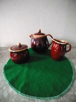 HULL BROWN DRIP PATTERN 5 TEA POT, CREAMER SUGAR WITH LIDS NEAR MINT