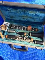 VINTAGE CONN WOOD CLARINET COMPLETE ALL PIECES MUSICAL INSTRUMENT NICE W/CASE