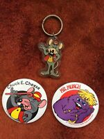 Chuck E Cheese 3 Vintage 1982 Pinback Button Pin & 1991 Advertising Keychain