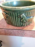 ROSEVILLE DOG BOWL DOGS EMBOSSED NEVER USED R R P CO.OHIO