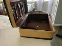 Wheary Vintage Suitcase
