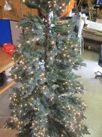 GE 18912 PRE-LIT JUST CUT 9' BLACK HILLS FIR CHRISTMAS TREE CLEAR LIGHTS MSR$595