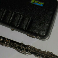 ARTLEY 17S STUDENT CLARINET! WITH HARD CASE!