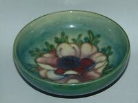 BEAUTIFUL MOORCROFT GLAZED POTTERY FOOTED BOWL with ANEMONE FLOWER DESIGN