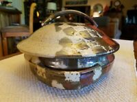THE PODDERY POTTERY VIRGINIA STONEWARE CASSEROLE DISH WITH LID