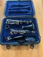 Selmer 1401 Bb Student Clarinet With Lyre And Metronome