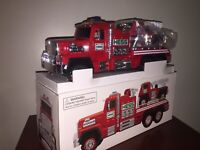 BRAND NEW 2015 HESS TOY TRUCK FIRE TRUCK AND LADDER RESCUE FREE SHIPPING