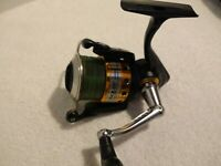 Penn Conquer 4000 Spinning Reel - Very Good Condition, Very Clean - Nice !