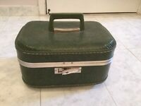 JC Penney CARRY ON Hard CASE GREEN SUITCASE Vintage