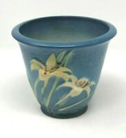 ROSEVILLE 5 INCH PLANTER BLUE with WHITE WATER LILY  672-5