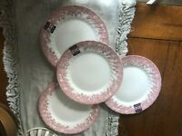 CHURCHILL 4 NEW RED TRANSFER WARE HOLIDAY WREATH DINNER PLATES  ROYAL WESSEX