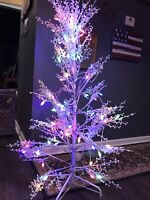GE 5´ Ft Tall Winterberry Christmas Tree w/ 104 Sugar Plum Color LEDs In Box
