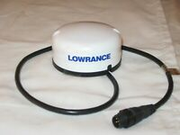 LOWRANCE GPS  LGC-4000 HIGH SENSITIVITY RECEIVER ANTENNA WITH NEMA 2000 NETWORK