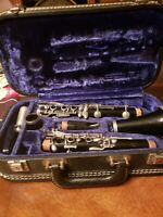 Evette Clarinet Musical Instrument With Hard Case. Pre-Owned.*As is* need pads.